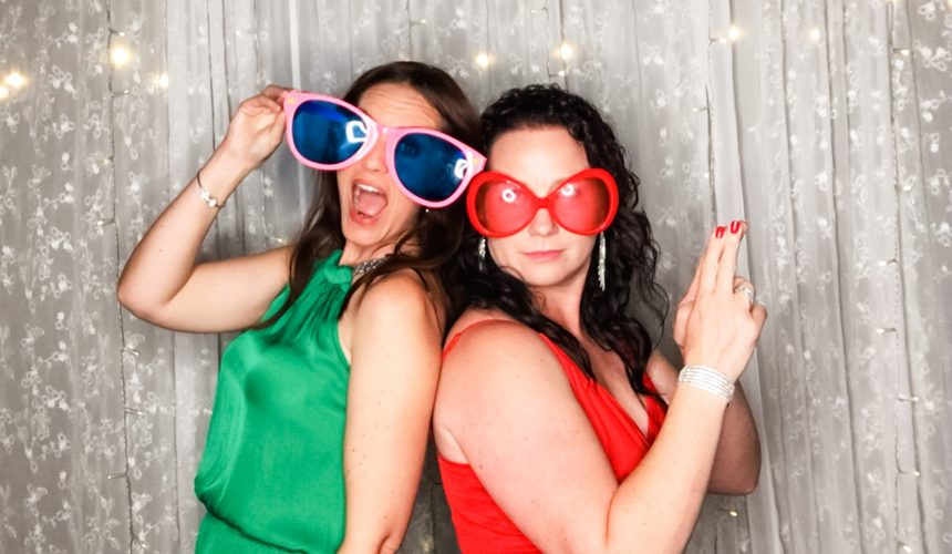 4 Reasons Why Your Wedding Needs A Selfie Stand